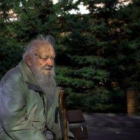 Старик у дома :: Wik Kor