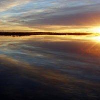 Восход на озере :: Людмила Алексеева