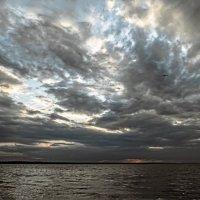 Облачный восход :: Константин Бобинский