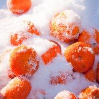 Ледяная свежесть мандаринок :: Ольга Антонюк