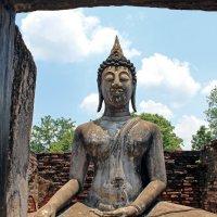 Таиланд. Сукхотай. Старинная статуя Будды :: Владимир Шибинский