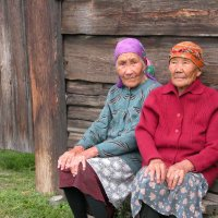 СЁСТРЫ. КАТЯ И КАТЕРИНА...90 И 91 ГОД... :: Дмитрий ВЛАСОВ