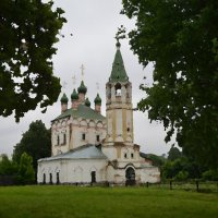 Серпухов. Храм на окраине города :: Любовь Жиркова