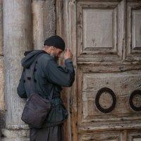 Паломник у храма гроба Господня , Иерусалим :: Павел L
