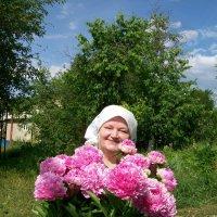 Тетушка и пионы :: Галина Pavel