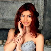 Девушка в сером платье :: Тамара Смирнова