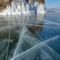 По льду :: Сергей Сергеев