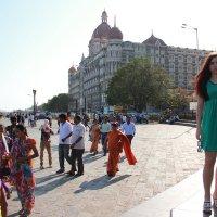 На заднем фоне отель Тадж Махал - Мумбаи :: Viktor_D D