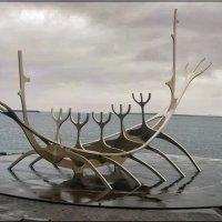Памятник викингам :: Любовь Белянкина