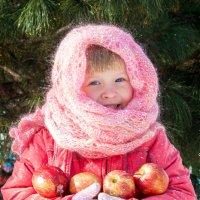Девочка с яблоками ) :: Юлия Зуева