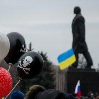 Памятники Ленину в Украине под угрозой исчезновения. :: Alexander Varyev