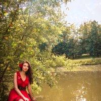 Девушка в красном :: Юлия Лемехова