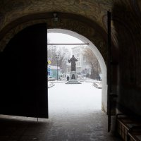 Врата Зачатьевского монастыря :: Павел Белоус