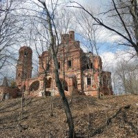 Старая церковь... :: Анатолий Антонов