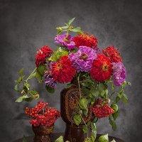 И праздник красок цинии с рябиной... :: Лилия *