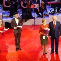 награжденная... фото для газеты с губернатором Самарской области Н.И. Меркушкиным :: Наталья Меркулова
