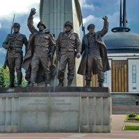 Монумент СТРАНАМ-УЧАСТНИЦАМ АНТИГИТЛЕРОВСКОЙ КОАЛИЦИИ :: Владимир Тарасов