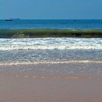 Индия. Пляж города Калангута. Пять волн (пять поколений) :: Владимир Шибинский