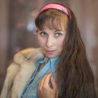 Девушка в шубе :: Александр Фищев