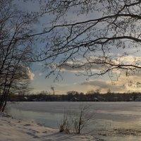 Вечер на озере. Март :: Юрий Цыплятников