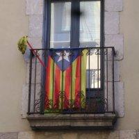Каталония. Флаг.. Город Жерона :: Марина Домосилецкая