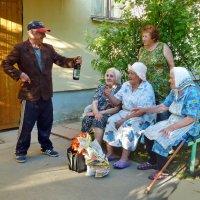 У подъезда :: Валерий Талашов