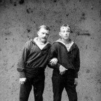 Бречалов Алексанндр Павлович (слева). Нагасаки :: Олег Афанасьевич Сергеев