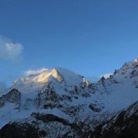 гора Уллу-тау в 7.30 :: Олег Петрушин