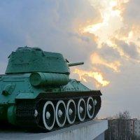Танк и небо... :: Владимир Павлов
