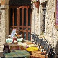 Маленькое уличное кафе :: Юрий Казарин