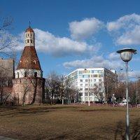 Весна на Восточной улице :: Тарас Золотько