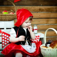 История красной шапочки :: Лариса Позолотина