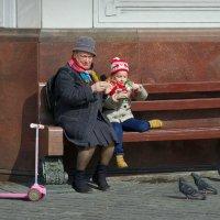 Бабушка и внучка :: Михаил Рогожин