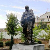 Памятник воинам 10 стрелковой дивизии в пос.Купоросный :: Марина Сеньшина