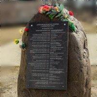 Памятный камень у стен Десятинного монастыря. :: Евгений Никифоров
