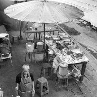 Уличное кафе в Бангкоке :: Юрий Кащенко