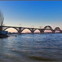 Мерефо-Херсонский мост на закате дня :: Denis Aksenov