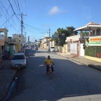 Улица провинциального городка в Доминикане :: Сергей Лошкарёв