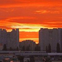 Городской рассвет :: Генрих Сидоренко
