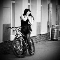 Девушка на велосипеде :: Сергей Черепанов