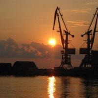 Закат в порту. :: МАК©ИМ Пылаев-Пшеничников
