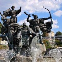 Памятник и революция. Фото №1 :: Владимир Бровко