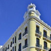Дом с острым углом. Здание банка, Испания. :: Виталий Половинко