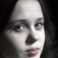 Близкий женский портрет :: Марина Кириллова