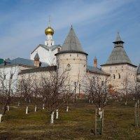 Ростовский кремль.Вид со стороны сада. :: Дмитрий Косачев