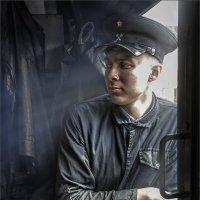 """ПОЕХАЛИ!...Помощник машиниста паровоза...(из серии """"Железнодорожная тяга"""") :: Виктор Перякин"""