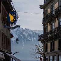 Город и горы :: Witalij Loewin
