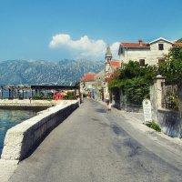 Набережная городка Пераст в Черногории :: Anna Lipatova