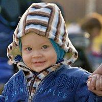 В улыбке каждого дитя Своя изюминка, игра. :: Михаил Петрик