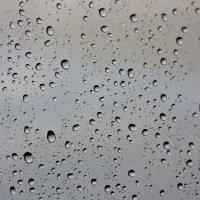 Вечер.  За окном дождь. :: Виктор